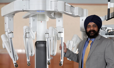 iamge of Dr. Singh with the da Vinci Robot